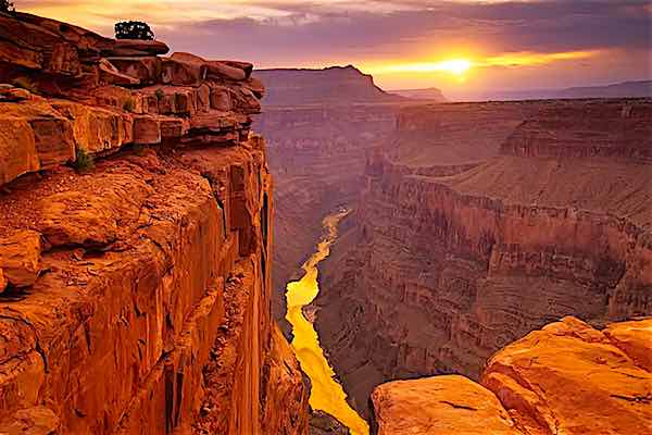 Vegas Helicopters Which Travel in order to Great Canyon As well as Property upon Base